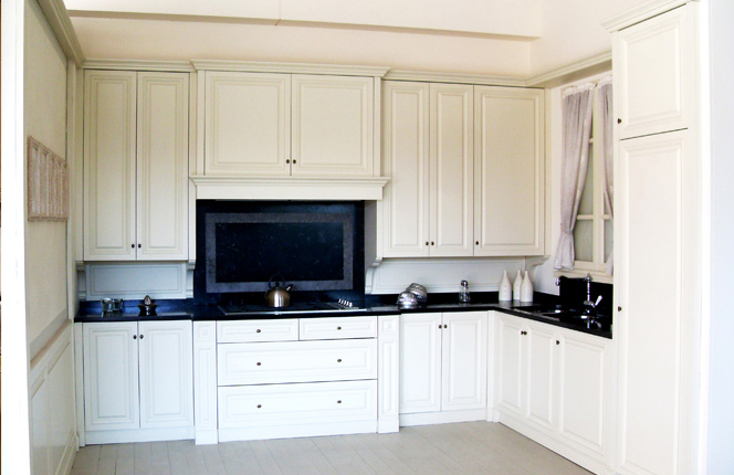 Lacquered kitchen