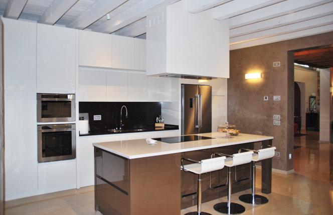 Cucine Moderne Bianche Laccate.Fabbrica Cucine Brescia Cucine Moderne E Classiche