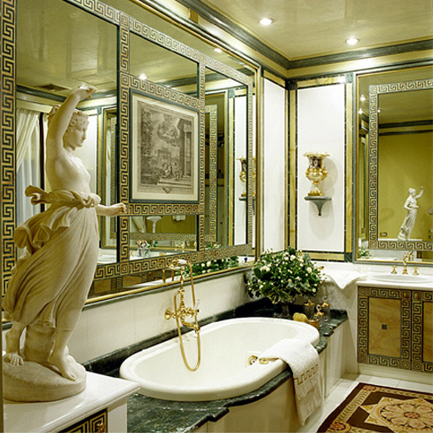 Lacquered bathroom